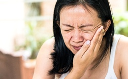 person with wisdom tooth pain